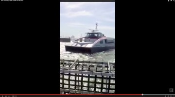 Illustratie: screendump video YouTube over RET Fast Ferry tijdens storm Bevrijdingsdag 2015.