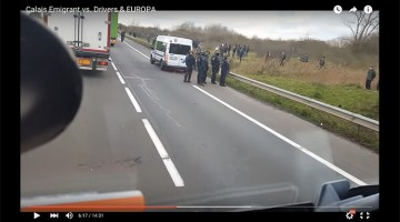 Illustratie: screendump video CNV Vakmensen raadt chauffeurs af via Calais te rijden. Foto: screendump video YouTube Á. Levente Jeddi. N.a.v. het afraden via Calais te rijden aan chauffeurs door CNV.